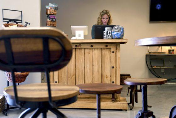 Las Vegas: No Marijuana Lounges Until 2019, Monitoring Denver Social Use Licenses
